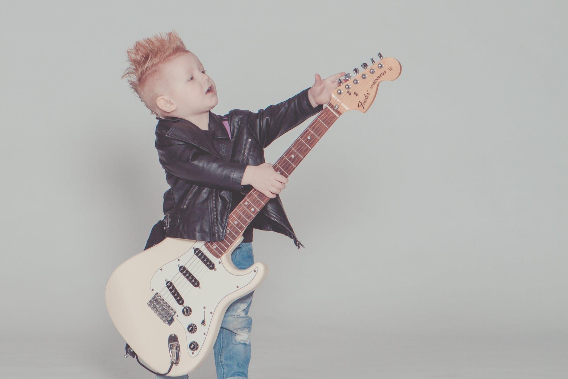 accorder-guitare-avec-accordeur