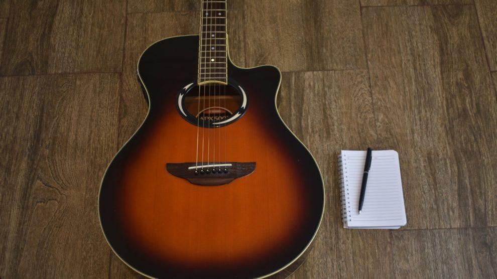 meilleures-guitares-acoustiques-composer